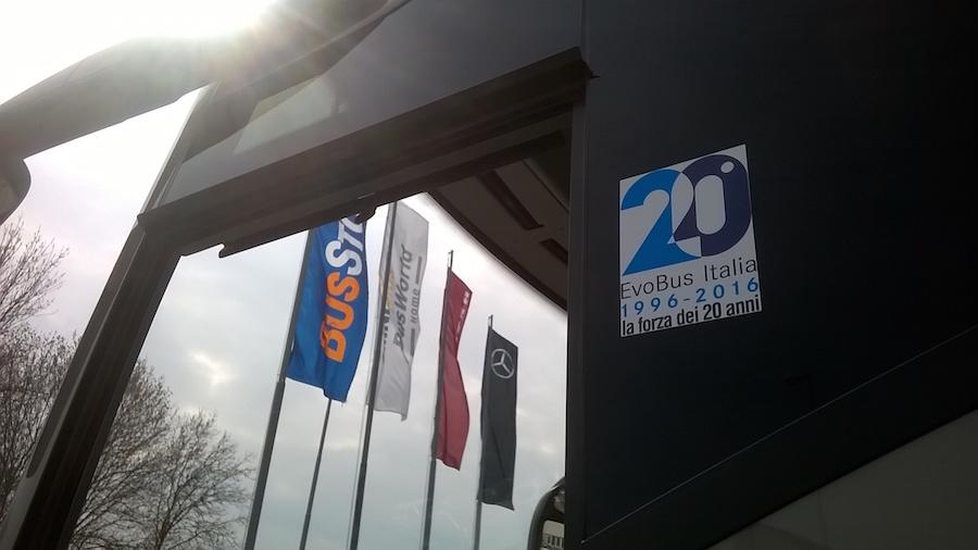 il logo dei 20 anni viaggia in bus la citt224 dellautobus