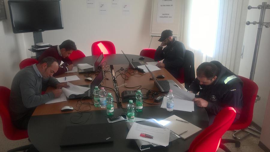 I finalisti italiani impegnati nelle prove di Bus Tech Challenge.