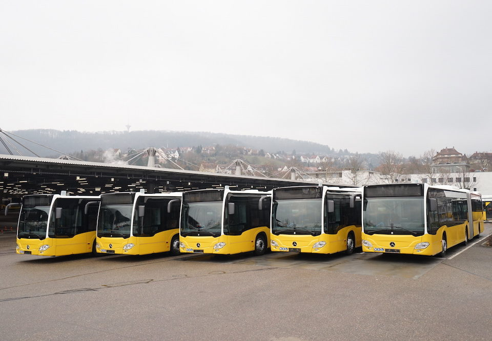 On 22 December 2017, the first new Citaro hybrids were delivered by Mercedes-Benz. The vehicles will go into service on inner-city routes in Stuttgart with Stuttgarter Strassenbahnen AG (SSB). The Citaro hybrid impresses with a fuel saving of up to 8.5 percent.