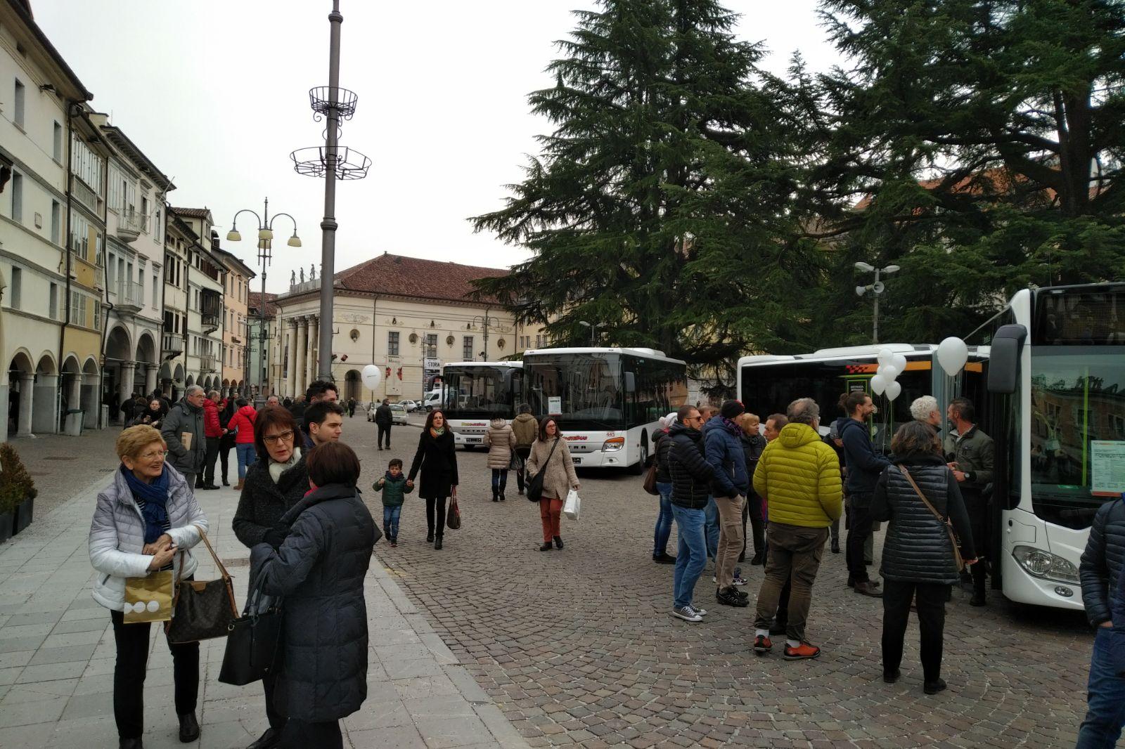 Cerimonia consgna autobus DolomitiBus 2018