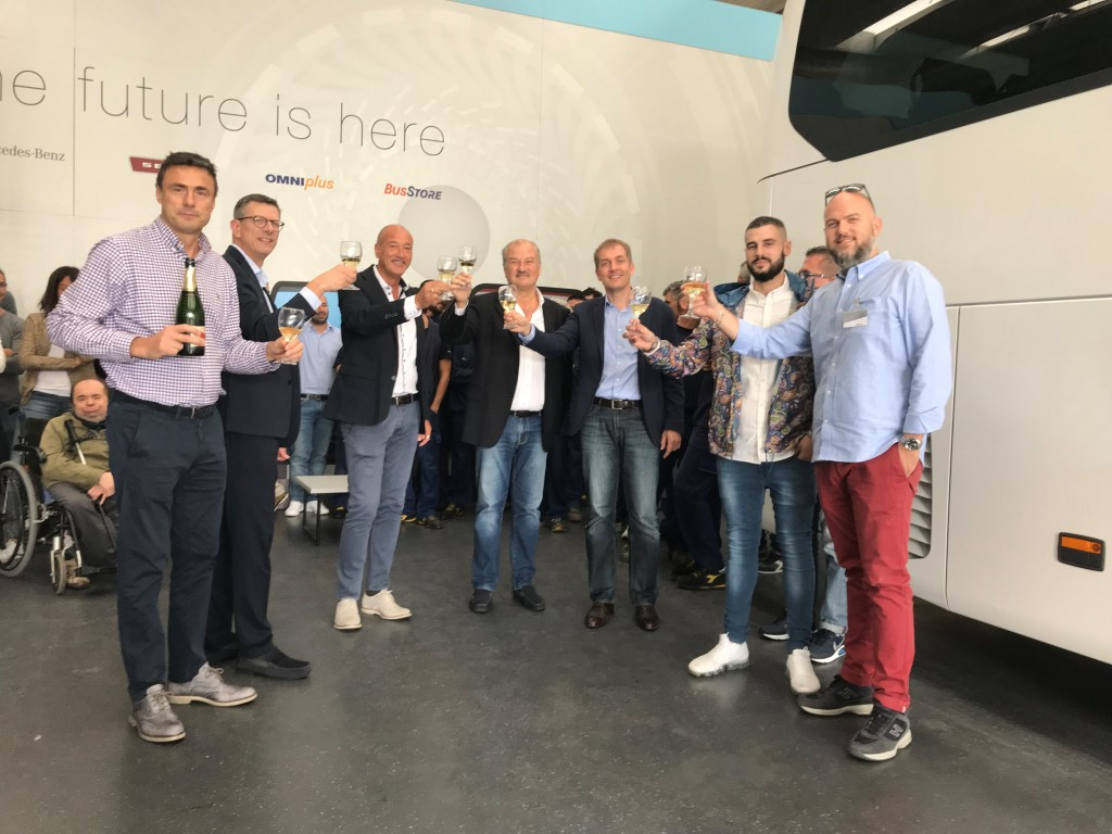 Consegna Mercedes:Benz 2018 a Carminati brindisi al customer party