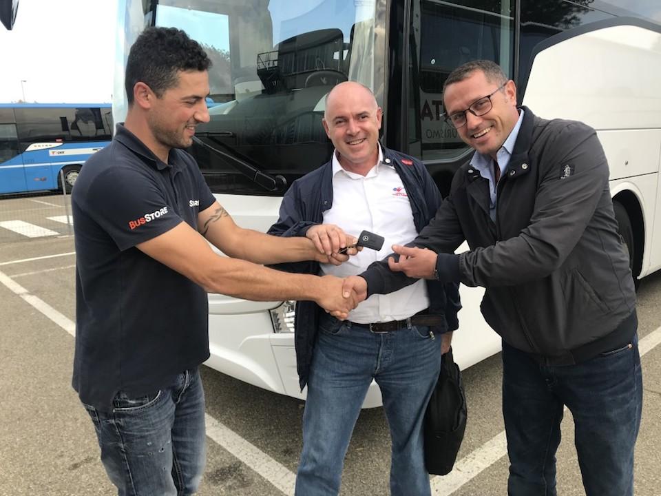 Consegna Mercedes 2019 a LAPERUTA