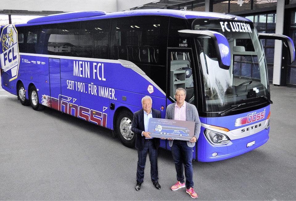 Il Setra che trasporta il team di FC Lucerna