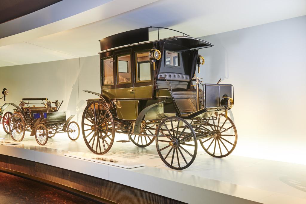 Primo autobus con motore a combustione interna Mercedes-Benz