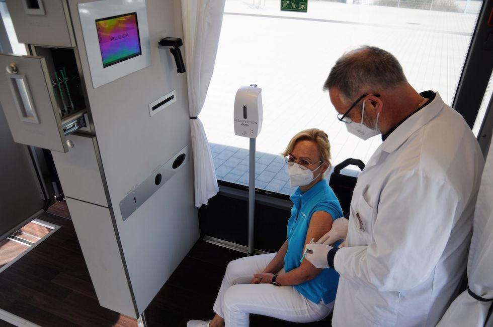 Autobus Setra centro vaccinazioni mobile