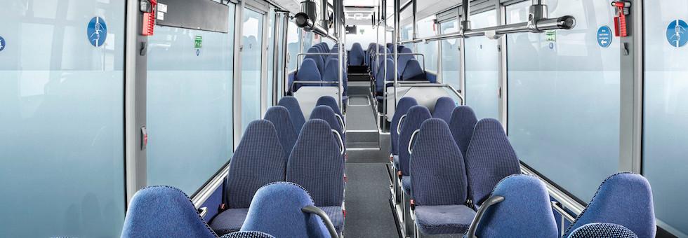 Disinfettare le superfici dell'autobus