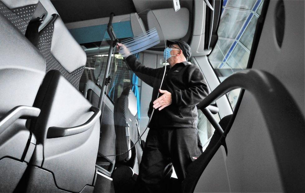 5000 autobus Daimler con Filtri antivirali e pareti di separazione conducente contro covid 19